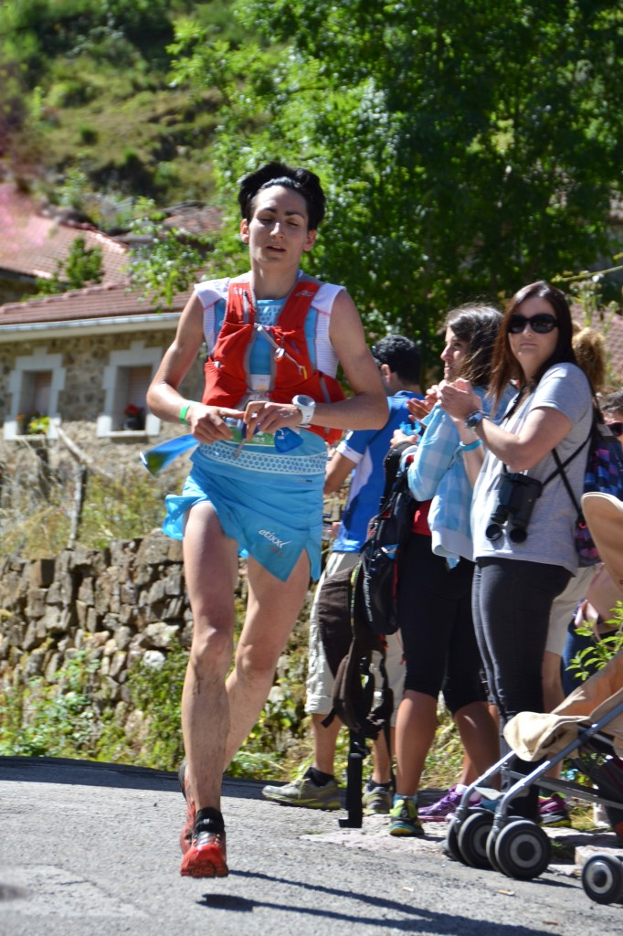 Oihana Kortazar, ganadora de la Maratón, pasando por Saliencia.